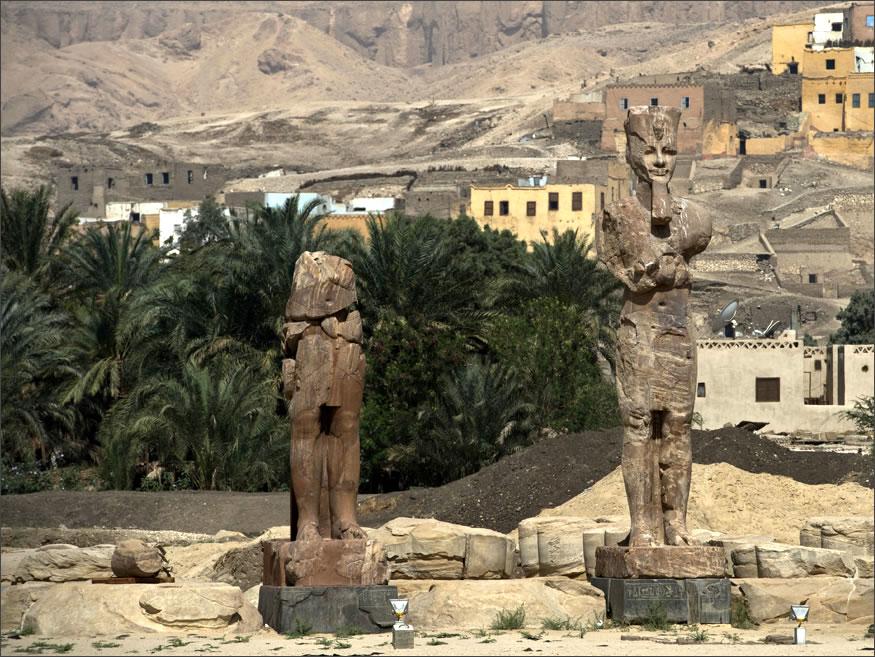 descubren estatuas en egipto