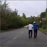 rusos-borrachos-caminando