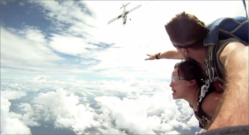 Salto casi mortal en paracaídas