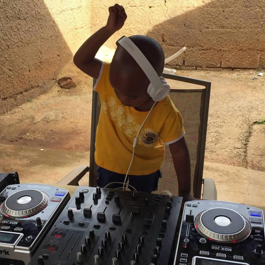 El Dj más joven de África