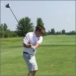 Tiro birdie en el campo de golf