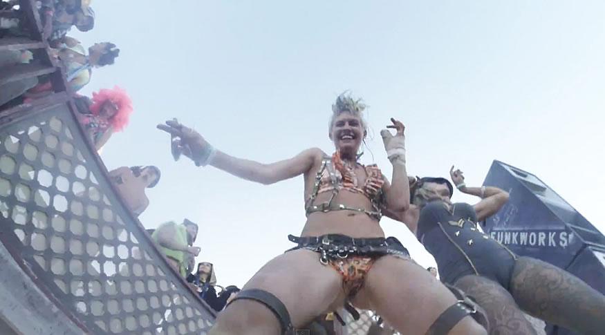 GoPro cae en una pista de baile del Burning man