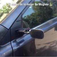 El coche de la mujer de Mcgiver