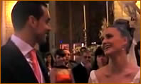 Novia sorprende al novio cantándole en la boda