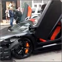 Lamborghini Aventador choca con un Madza