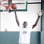 el jugador más alto de basket