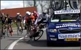 coche arrolla ciclistas