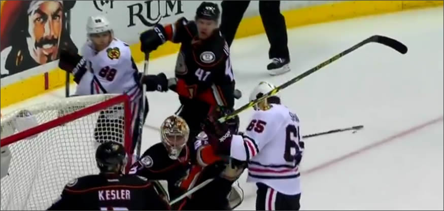 Gol de cabeza en hockey sobre hielo