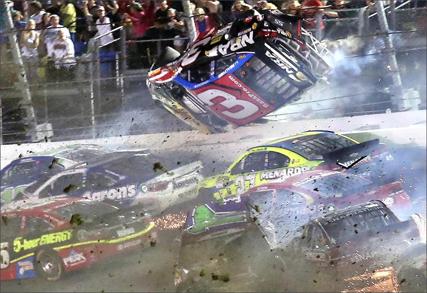 accidente múltiple en la NASCAR