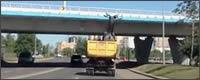 Transportando una estatua