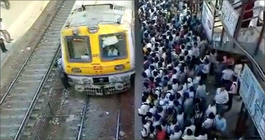 tren-india-gente